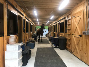 30x50 Monitor Barn Center Aisle